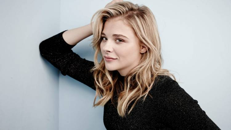 Woman , Popular , Chloe Moretz, Horror , global ,