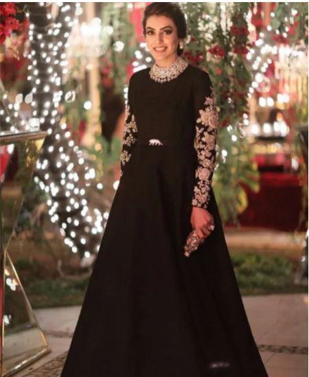 Bride, Royal, wedding , outfit, breath, Mehendi ceremony, borders, iconic designer