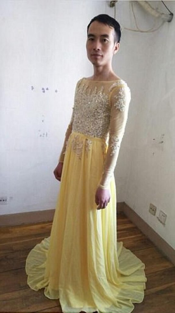 Buyers, Dress, online, seller, Send , Pictures, Wearing, travel, theemergingindia, emerging india