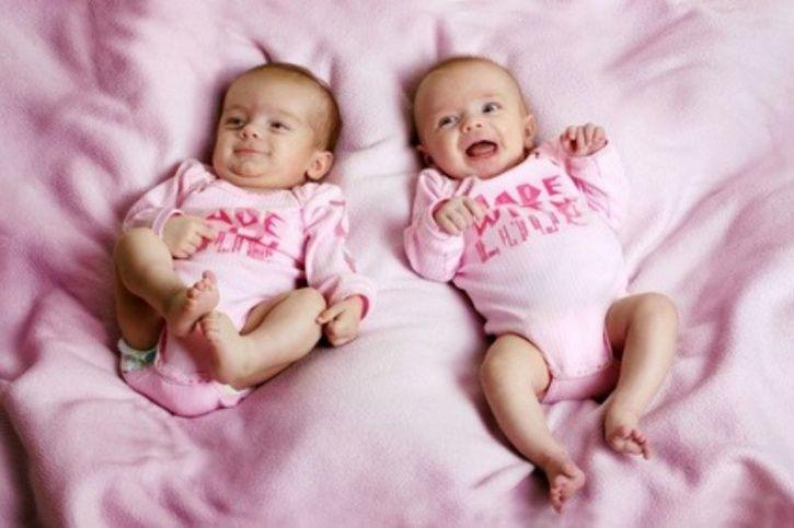 wonderful, twins, amazed, captivating, attach, siblings, appealing, theemerginging, EmergingIndia
