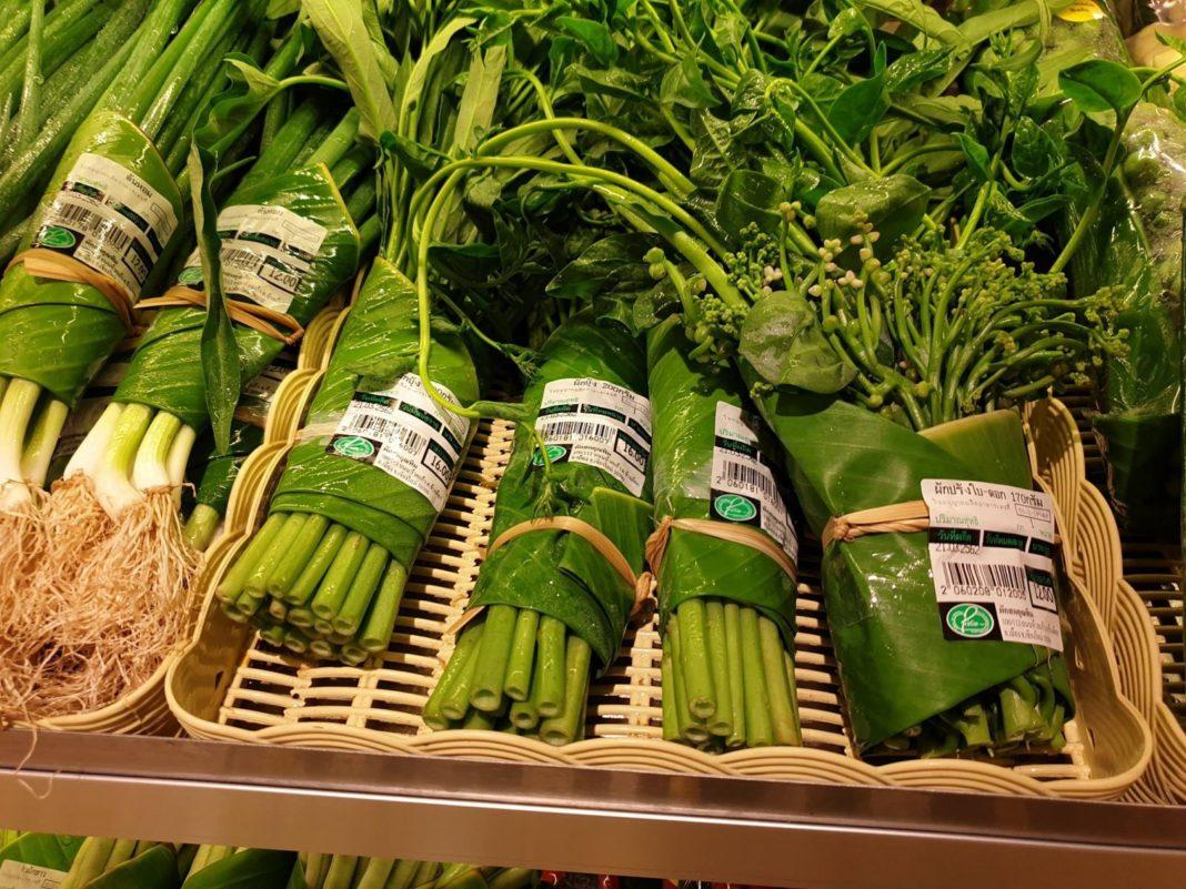 Asian, Supermarkets, replacing, Plastic bags, Banana Leaves, Dangerous, environment, theemergingindia, Emergig, India