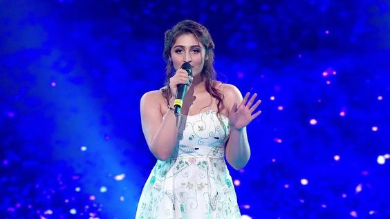 Dhvani Bhanushal, Interesting Facts, Billionaire Baby Singer, talented, industry, earned, fans,